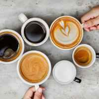 Verse koffiebonen bij het thuiswerken